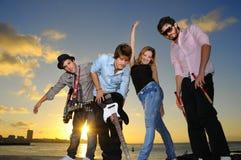 unga lyckliga musiker för uttryck Arkivbilder