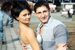 Unga lyckliga parvänner Arkivfoto