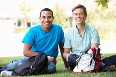 Unga män för stående utomhus royaltyfri foto