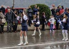 Unga majorettes i karneval arkivfoton