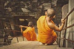 Unga munkar på Angkor Wat Arkivbild
