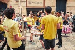 Unga musiker i gatan av Tarragona Royaltyfri Foto