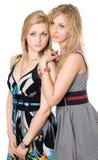 unga nätt två kvinnor för stående Royaltyfria Bilder