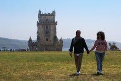 Unga par av turister på ferie arkivfoton