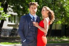 Unga par eller europeisk kvinna och man royaltyfri bild
