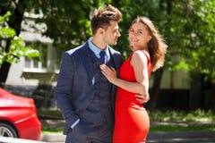 Unga par eller europeisk kvinna och man royaltyfri foto