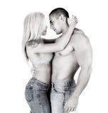 Unga par i jeanskram royaltyfria bilder