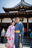 Unga par i kimonoklänning Arkivbild