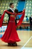 Unga par konkurrerar, i att dansa för sportar Arkivfoto