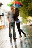 Unga par på gatan Royaltyfria Bilder