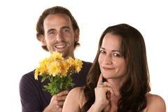 Unga par som uttrycker förlåtelse Royaltyfria Foton