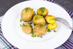 Unga potatisar som lagas mat med hud Royaltyfria Bilder