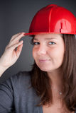 unga röda slitage kvinnor för arkitekthardhat Royaltyfria Foton