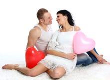 Unga romantiska valentin par Royaltyfri Bild