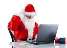 Unga Santa Claus med anteckningsboken arkivfoton