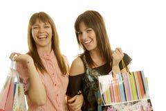 unga shoppingkvinnor arkivfoto