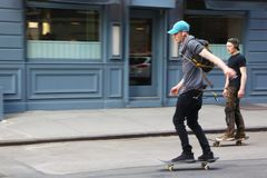 Unga skateboarders i den Greenwich byn Royaltyfri Bild