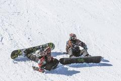unga snowboarders Arkivfoton