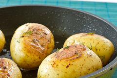 unga stekte potatisar Royaltyfria Bilder