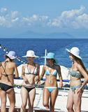 Unga turister på ett fartyg Royaltyfri Foto