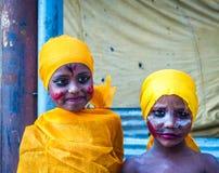 Unga ungar i den GaijatraThe festivalen av kor Arkivfoto