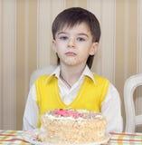 Ungar äter kakan Royaltyfri Foto