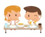 Ungar äter tillsammans Royaltyfri Foto