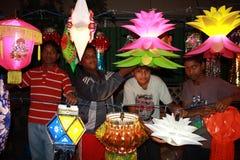 Ungar Diwali shoppar Arkivbilder