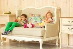 ungar för illustrationer för pojkegalleriflicka little som är min ser var god, liknande till visiten Royaltyfri Foto
