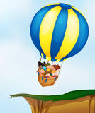 Ungar i ballong Royaltyfri Bild