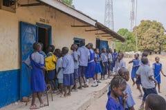 Ungar i skola Royaltyfri Foto
