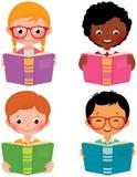 Ungar lästa böcker Fotografering för Bildbyråer