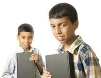 Ungar med böcker Royaltyfri Fotografi