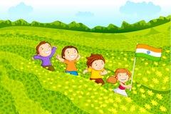 Ungar med den indiska flaggan Royaltyfri Bild