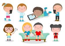 Ungar med grejer, ungetecken pojke och flicka med mobilen, barn med grejer, ungeminnestavla, folk med deras grejer royaltyfri illustrationer
