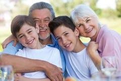 Ungar med morföräldrar royaltyfria foton