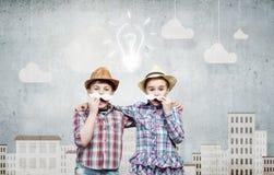 Ungar med mustaschen Arkivfoton