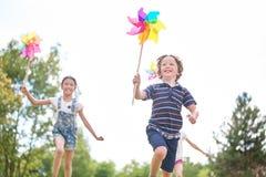 Ungar med små solar Fotografering för Bildbyråer