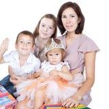 ungar mother över white Royaltyfri Bild