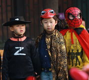 Ungar på allhelgonaaftonen Royaltyfri Foto