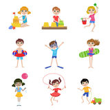 Ungar på uppsättning för sommarsemester Royaltyfri Foto
