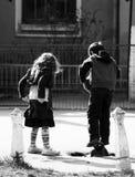 ungar parkerar att leka Arkivbilder