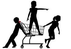 Ungar shoppar vagnen som rullar stor shoppingfest Fotografering för Bildbyråer