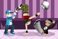 Ungar som dansar höftflygtur Arkivbild
