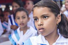 Ungar som firar självständighetsdagen i Central America royaltyfri fotografi