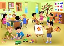 Ungar som gör olika aktiviteter i dagis Arkivfoton
