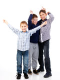 Ungar som har gyckel arkivbild