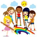 Ungar som målar regnbågen Arkivbild