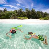 ungar som snorkeling Royaltyfri Foto