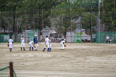 Ungar som spelar baseball i Osaka, Japan Royaltyfria Bilder